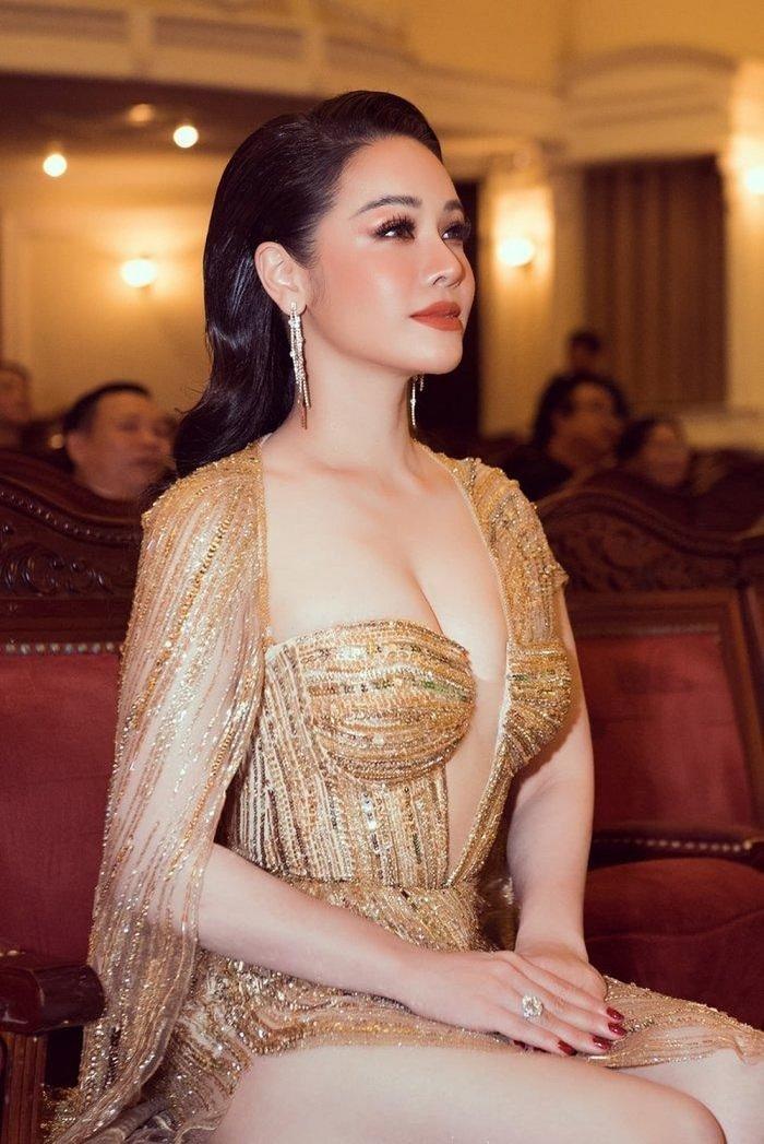 Vòng một đẹp tự nhiên, Nhật Kim Anh mặc gì cũng gợi cảm - Hình 8