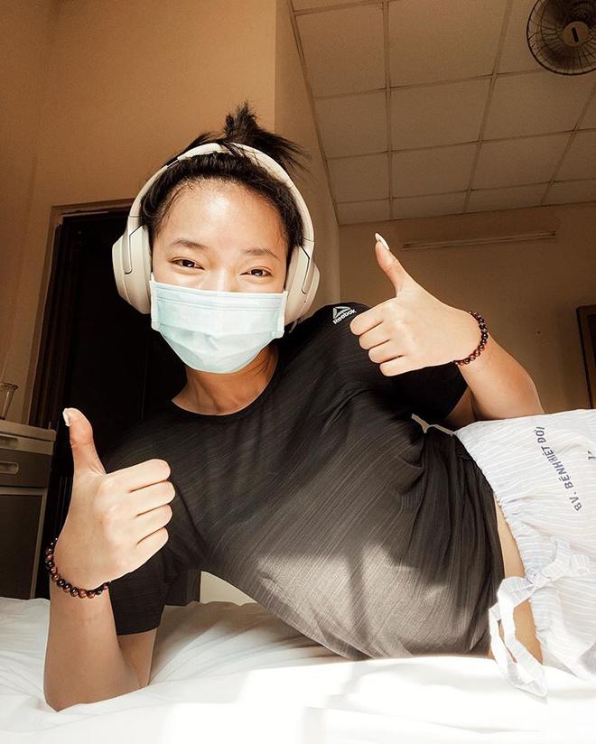 Chi Pu đeo găng tay đi siêu thị, Quỳnh Anh Shyn mặc áo quây hàng hiệu - Hình 2