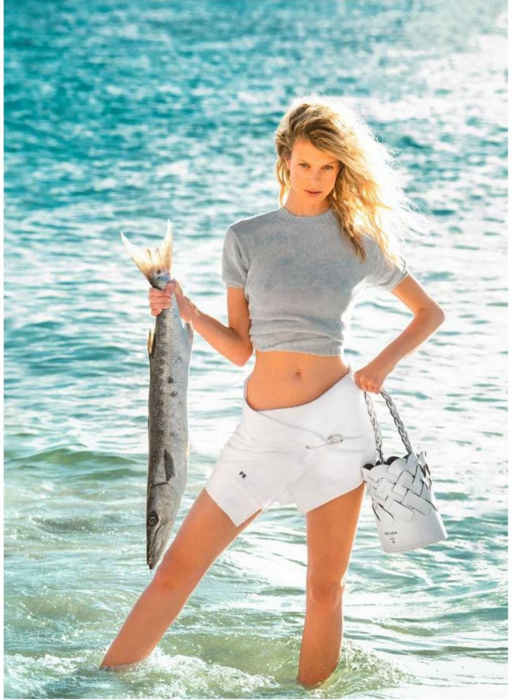 Siêu mẫu 9x Nadine Leopold đẹp hút hồn giữa nắng vàng biển xanh - Hình 10