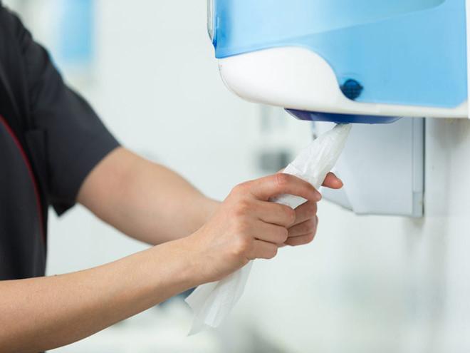 Phòng dịch COVID-19: Chuyên gia chỉ cách sạch nhất để làm khô tay sau khi rửa - Hình 1