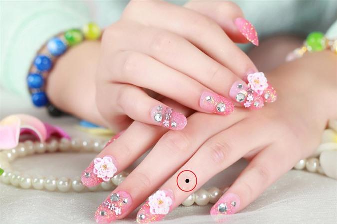 Phụ nữ sở hữu nốt ruồi trên những ngón tay này, chắc chắn có vận đào hoa và may mắn hơn người - Hình 4
