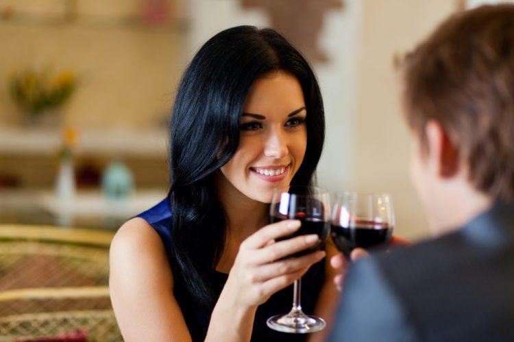 8 điều hấp dẫn đàn ông khi quan hệ với phụ nữ lớn tuổi - Hình 1