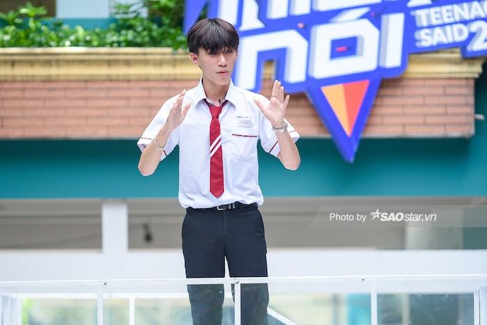 Khả Ngân 'cười ngất' vì màn bóc phốt hội anh em cây khế của chàng hot boy rapper Minh Huy - Hình 1