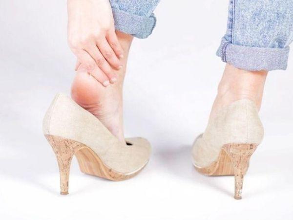 Cách đi giày cao gót không đau chân giúp bạn thêm tự tin - Hình 1