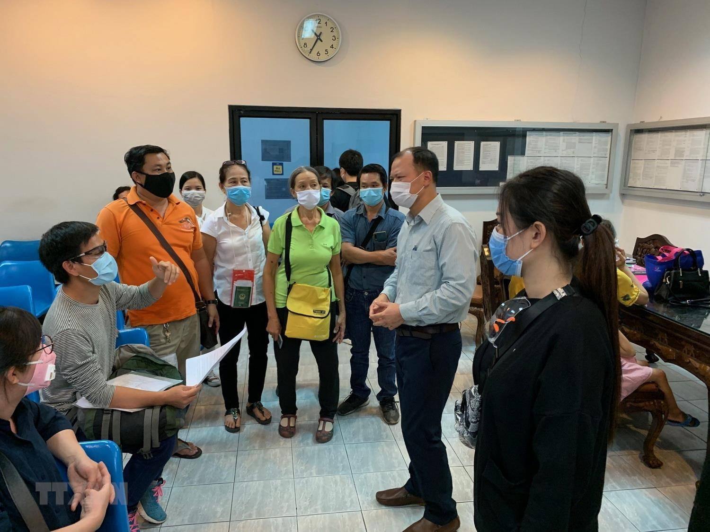 Đại sứ quán Việt Nam tại Thái Lan hỗ trợ công dân về nước - Hình 1