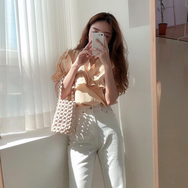 Kiểu áo bánh bèo động trời được gái Hàn xem như chân ái, mix đồ hiện đại mà không thắm mới hay - Hình 10