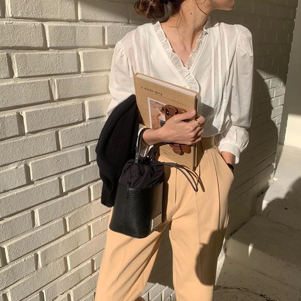 Kiểu áo bánh bèo động trời được gái Hàn xem như chân ái, mix đồ hiện đại mà không thắm mới hay - Hình 12