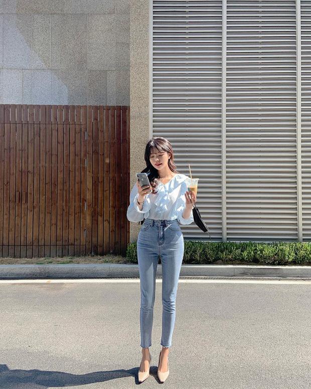 Kiểu áo bánh bèo động trời được gái Hàn xem như chân ái, mix đồ hiện đại mà không thắm mới hay - Hình 11
