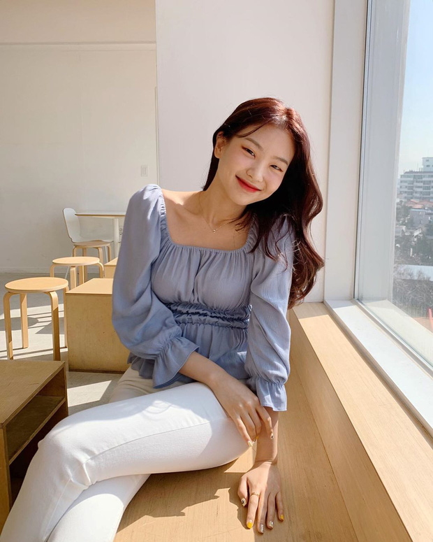 Kiểu áo bánh bèo động trời được gái Hàn xem như chân ái, mix đồ hiện đại mà không thắm mới hay - Hình 7