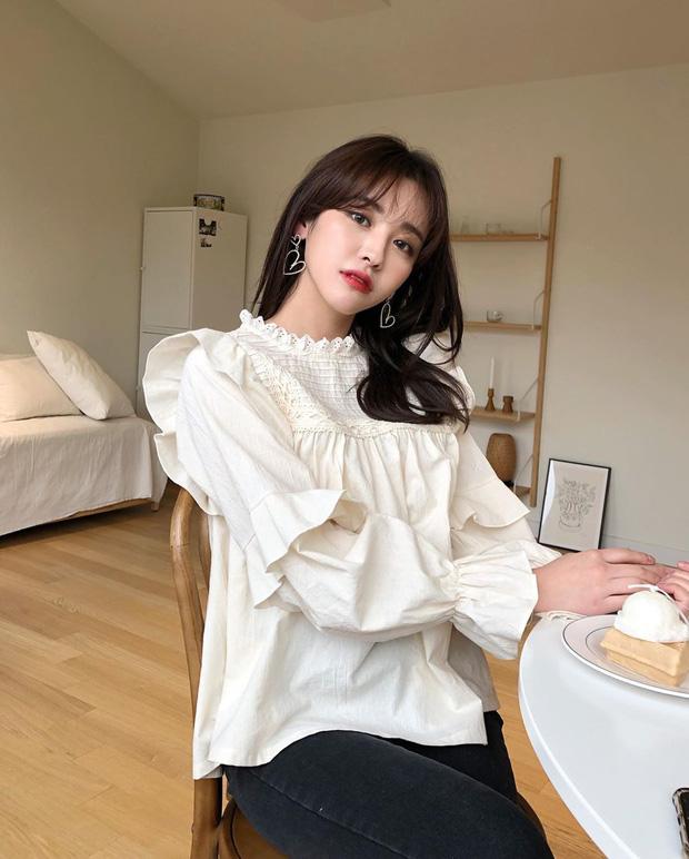 Kiểu áo bánh bèo động trời được gái Hàn xem như chân ái, mix đồ hiện đại mà không thắm mới hay - Hình 3