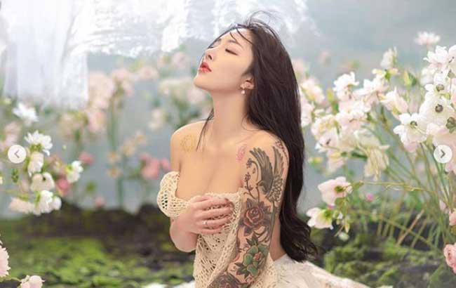 2 nữ thần cơ bắp Trung Quốc: Bác sĩ chống Covid mang thai thân hình vẫn như núi đá - Hình 1
