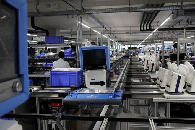 Các nhà máy TQ hoạt động 24/7, cung cấp máy thở cho khắp thế giới - Hình 1