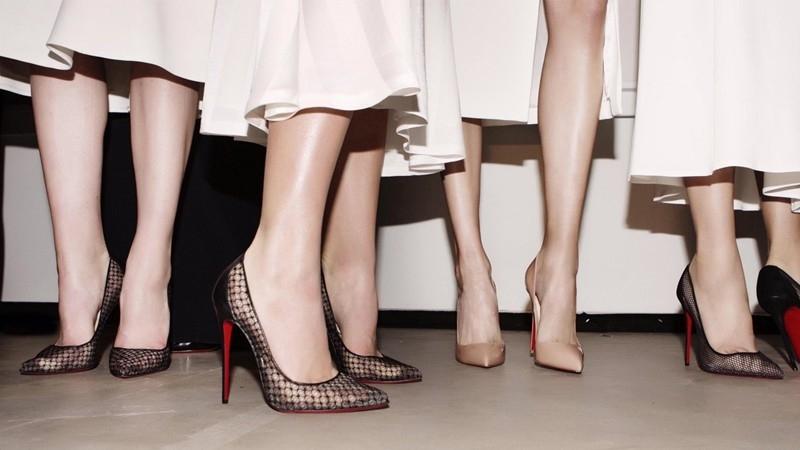 Cách che sẹo ở chân khi mặc váy đơn giản mang lại hiệu quả bất ngờ - Hình 5