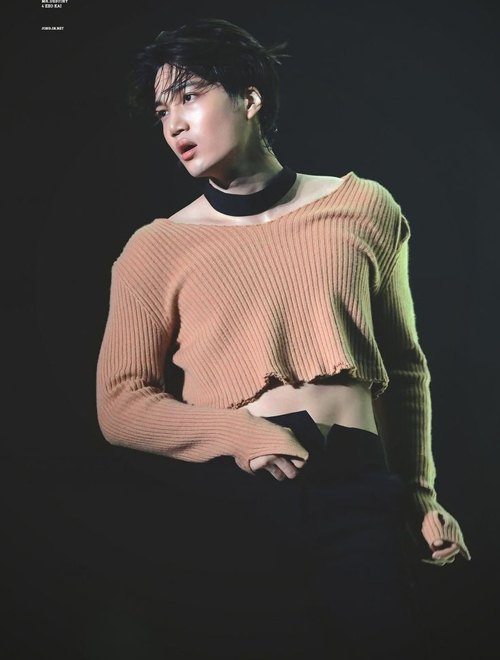 Kai (EXO): Chàng thơ của Gucci vẫn men dù mê đồ nữ - Hình 1