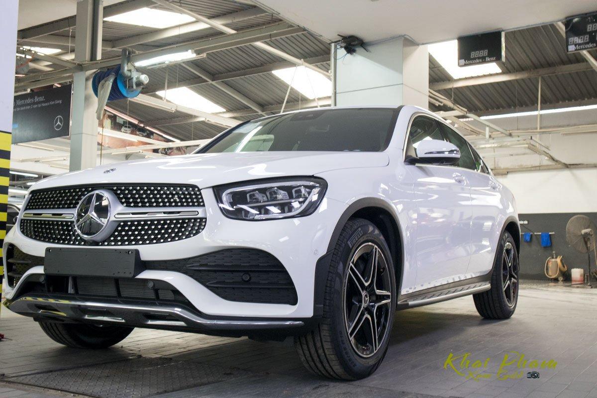 Mercedes-Benz GLC 300 Coupe 2020 giá hơn 3 tỷ đại lý, có trang bị mà GLC 300 CKD bị cắt - Hình 1