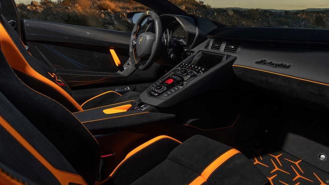 Nhân viên Lamborghini non tay, cả hãng xe phải trả giá - Hình 1