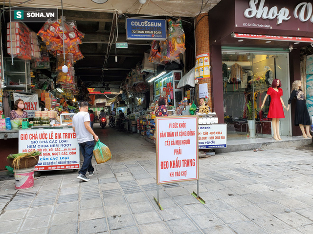 Những tấm biển đặc biệt vì cộng đồng tại khu chợ khét tiếng Hà Nội - Hình 1