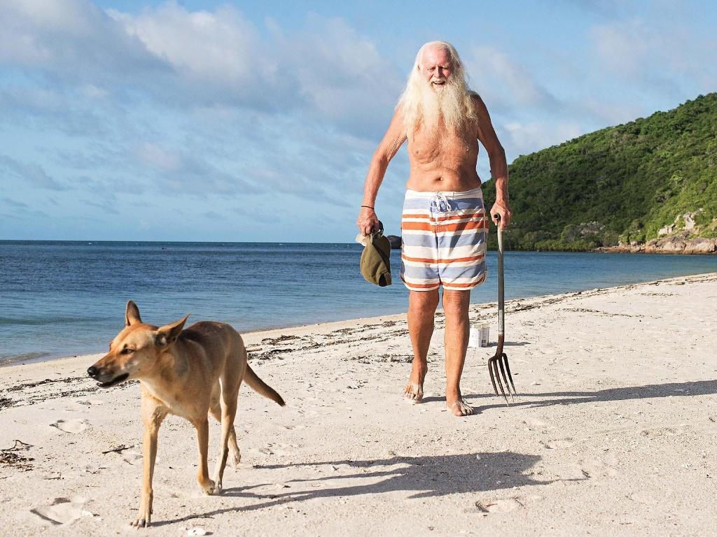 Triệu phú phá sản ra đảo hoang ở ẩn hơn 20 năm - Hình 1