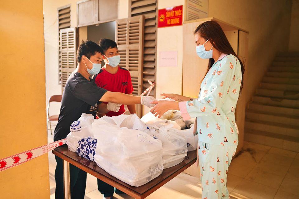 Võ Hoàng Yến và hội chị em cách ly tái chế đồ vô dụng thành vật hữu ích bất ngờ - Hình 18