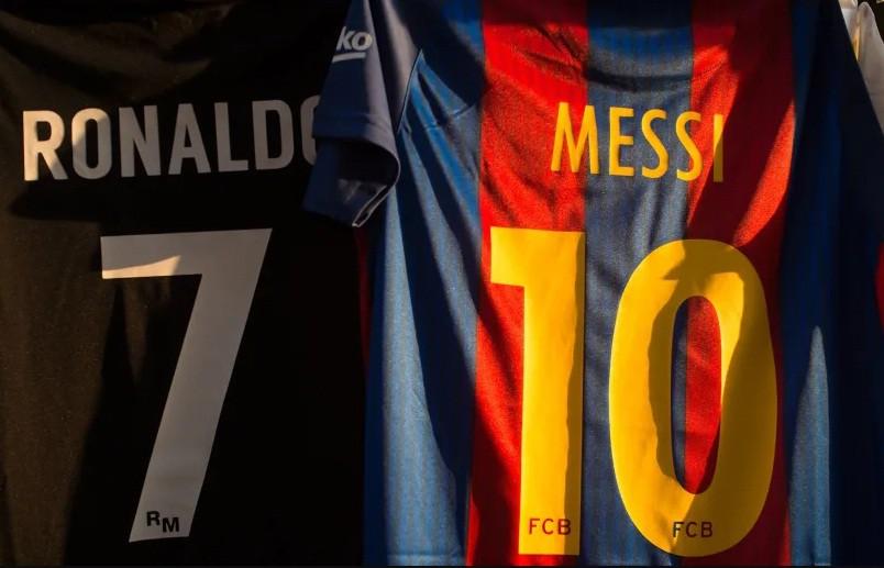 Vượt Ronaldo, Messi đứng đầu bảng kim tiền của thế giới bóng đá - Hình 1