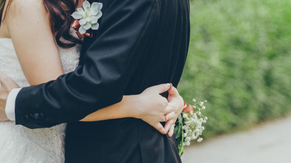 Đám cưới mình phải tém lại thôi anh - Hình 1