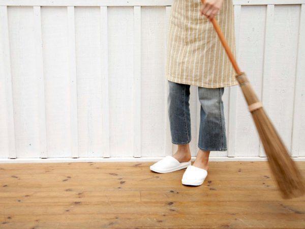 Đặt chổi đúng vị trí: Nhà cửa sạch sẽ, tài lộc tăng tiến, gia chủ làm gì cũng thuận - Hình 2
