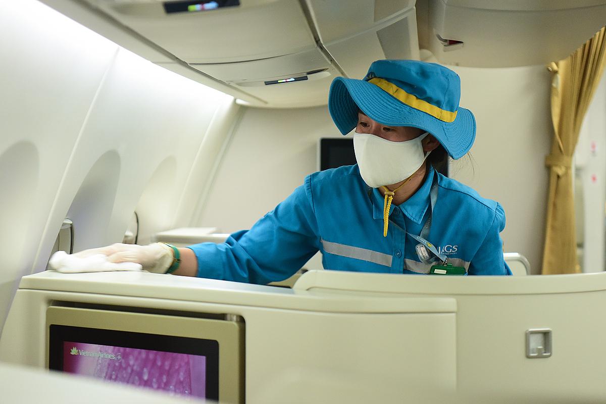 Người đi trên chuyến bay có nCoV cần làm gì? - Hình 1