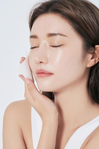Những sai lầm khi sử dụng dầu tẩy trang khiến mụn nổi đầy mặt, da xuống cấp trầm trọng - Hình 3