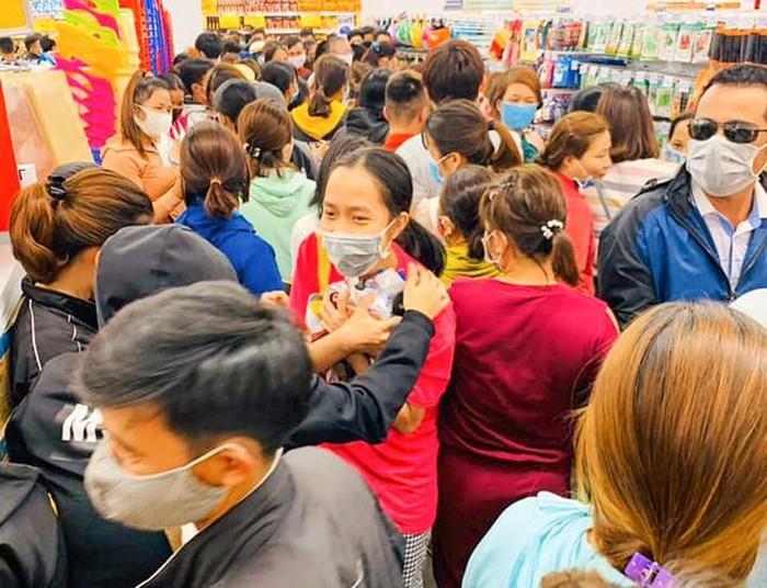 Khai trương siêu thị ở Quảng Ngãi: Sự phá hoại nỗ lực chống dịch rõ ràng? - Hình 1