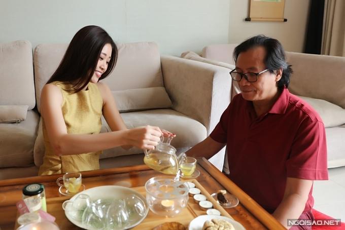 Khánh Vân học nấu ăn khi ở nhà tránh dịch - Hình 6