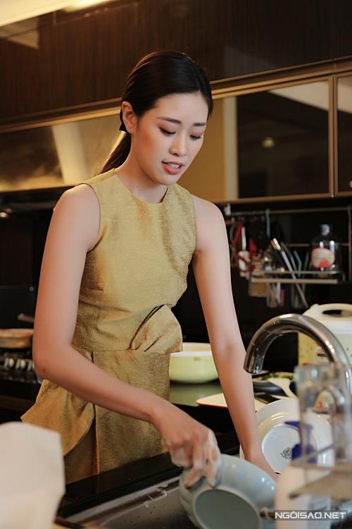 Khánh Vân học nấu ăn khi ở nhà tránh dịch - Hình 5