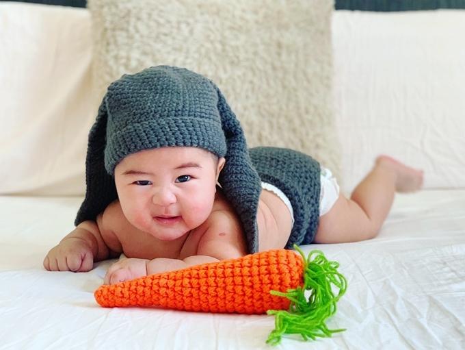 Con trai 5 tháng tuổi của Hoàng Bách - Hình 10