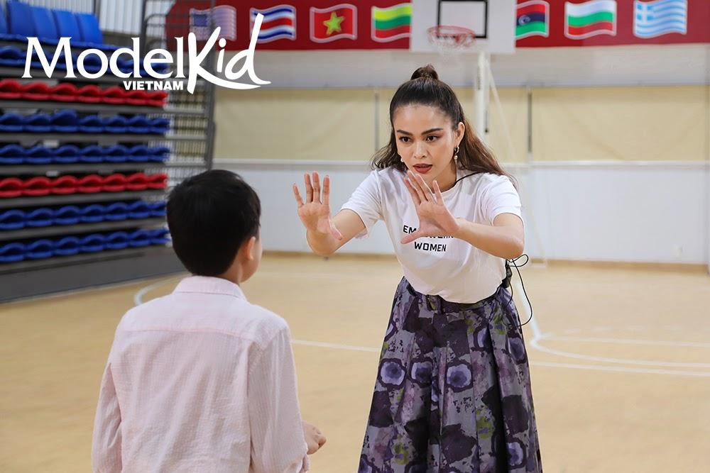 Quang Đại bất ngờ xin rút khỏi ghế HLV, Hương Ly khóc nức nở khi trở thành cô giữ trẻ Model Kid Vietnam - Hình 13