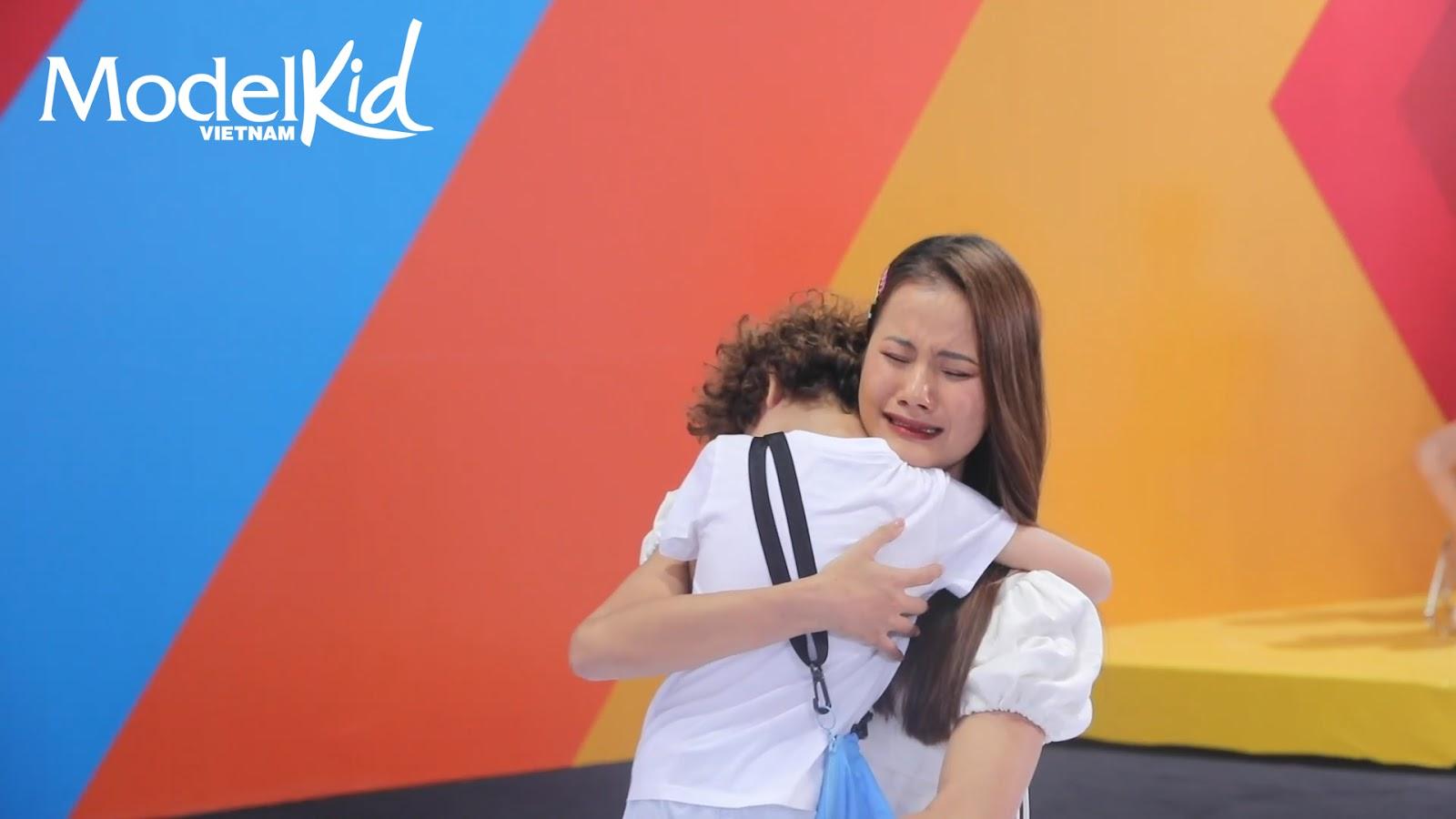 Quang Đại bất ngờ xin rút khỏi ghế HLV, Hương Ly khóc nức nở khi trở thành cô giữ trẻ Model Kid Vietnam - Hình 31