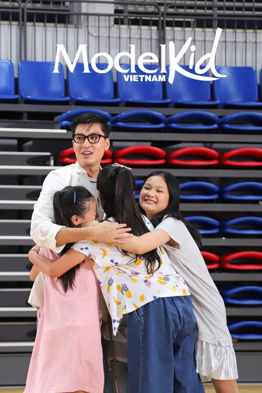 Quang Đại bất ngờ xin rút khỏi ghế HLV, Hương Ly khóc nức nở khi trở thành cô giữ trẻ Model Kid Vietnam - Hình 11