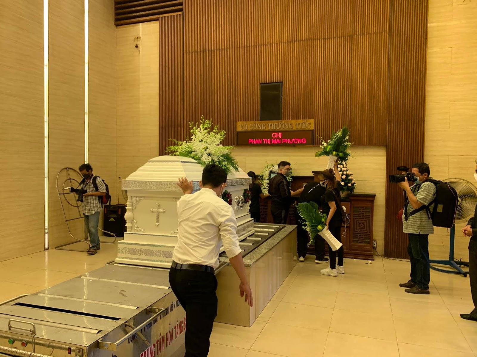 Diễn viên Gia Bảo tiết lộ chuyện 'lạ' trong lễ đưa tang cố diễn viên Mai Phương - Hình 10