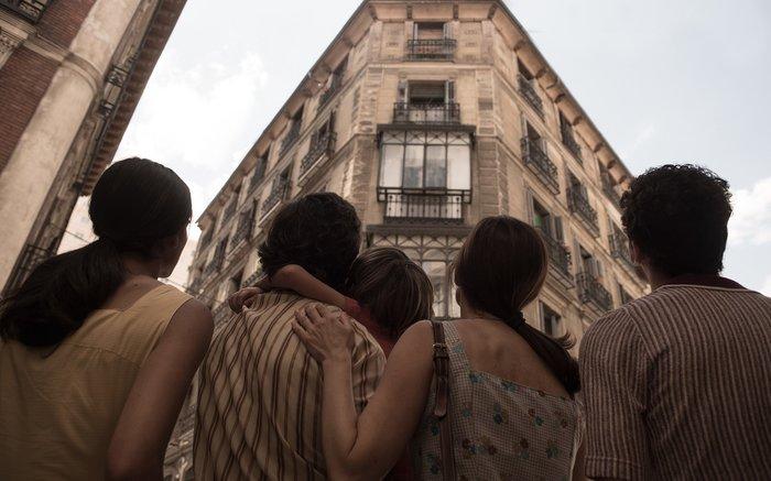 Review phim 32 Malasana Street - Căn hộ của quỷ: Cốt truyện có thật, nhiều jump-scare, twist cuối cực đỉnh - Hình 3