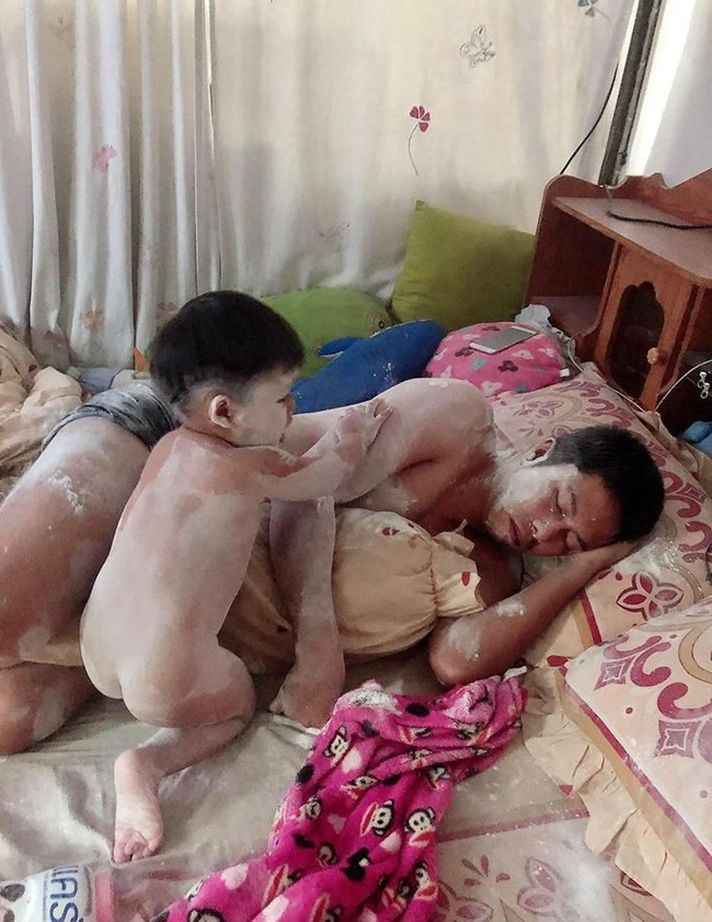 Ở nhà trông con, ông bố bị biến thành chú bạch tuyết vì trót ngủ say khi con còn thức - Hình 2