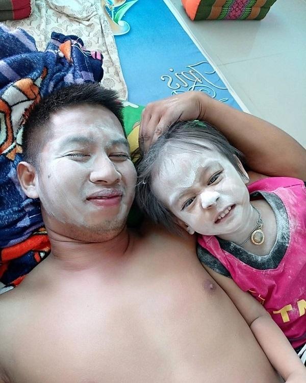 Ở nhà trông con, ông bố bị biến thành chú bạch tuyết vì trót ngủ say khi con còn thức - Hình 7