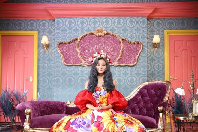 Mỹ nhân TWICE trông như công chúa khi diện váy ôm sát cơ thể - Hình 1