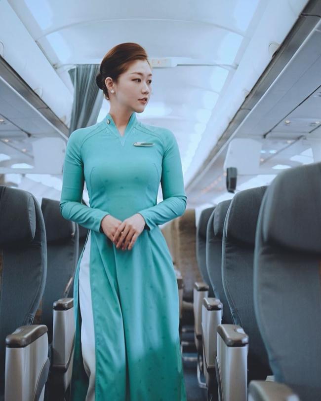 Những nữ tiếp viên hàng không Việt nổi tiếng vì mặt xinh, thân hình gợi cảm - Hình 7