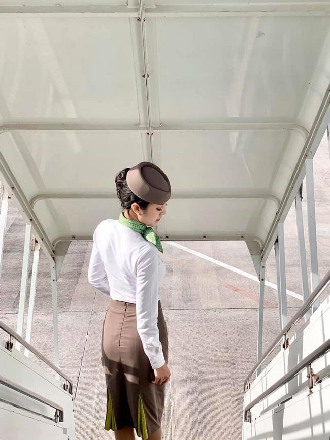 Những nữ tiếp viên hàng không Việt nổi tiếng vì mặt xinh, thân hình gợi cảm - Hình 1