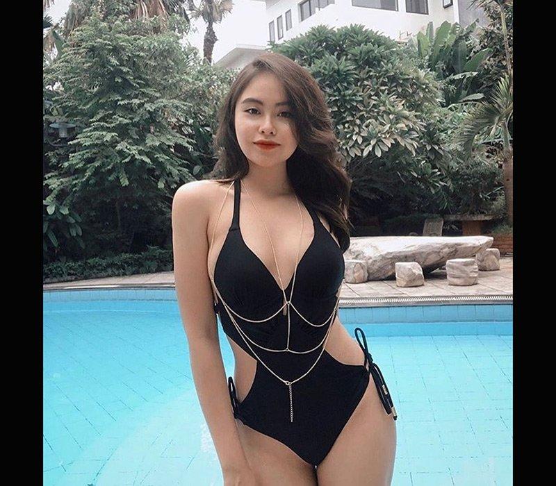 Mê diện bikini khoe dáng trên giường, mỹ nữ được cư dân mạng đặt biệt danh mới - Hình 9
