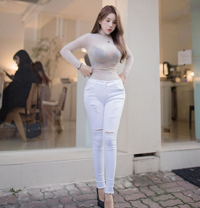Nữ công sở hot nhất Hàn Quốc chăm mặc mốt bung cúc dễ gây mất tập trung - Hình 11