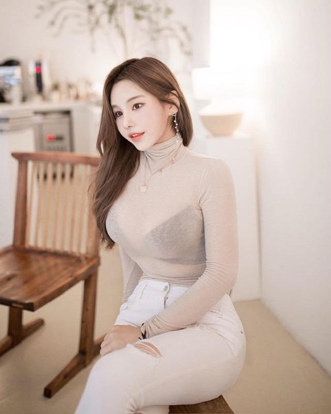 Nữ công sở hot nhất Hàn Quốc chăm mặc mốt bung cúc dễ gây mất tập trung - Hình 10