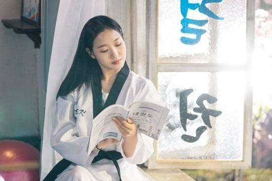 Kim Go Eun ngọt ngào và ngây thơ trong 'The King: Eternal Monarch' - ảnh 2