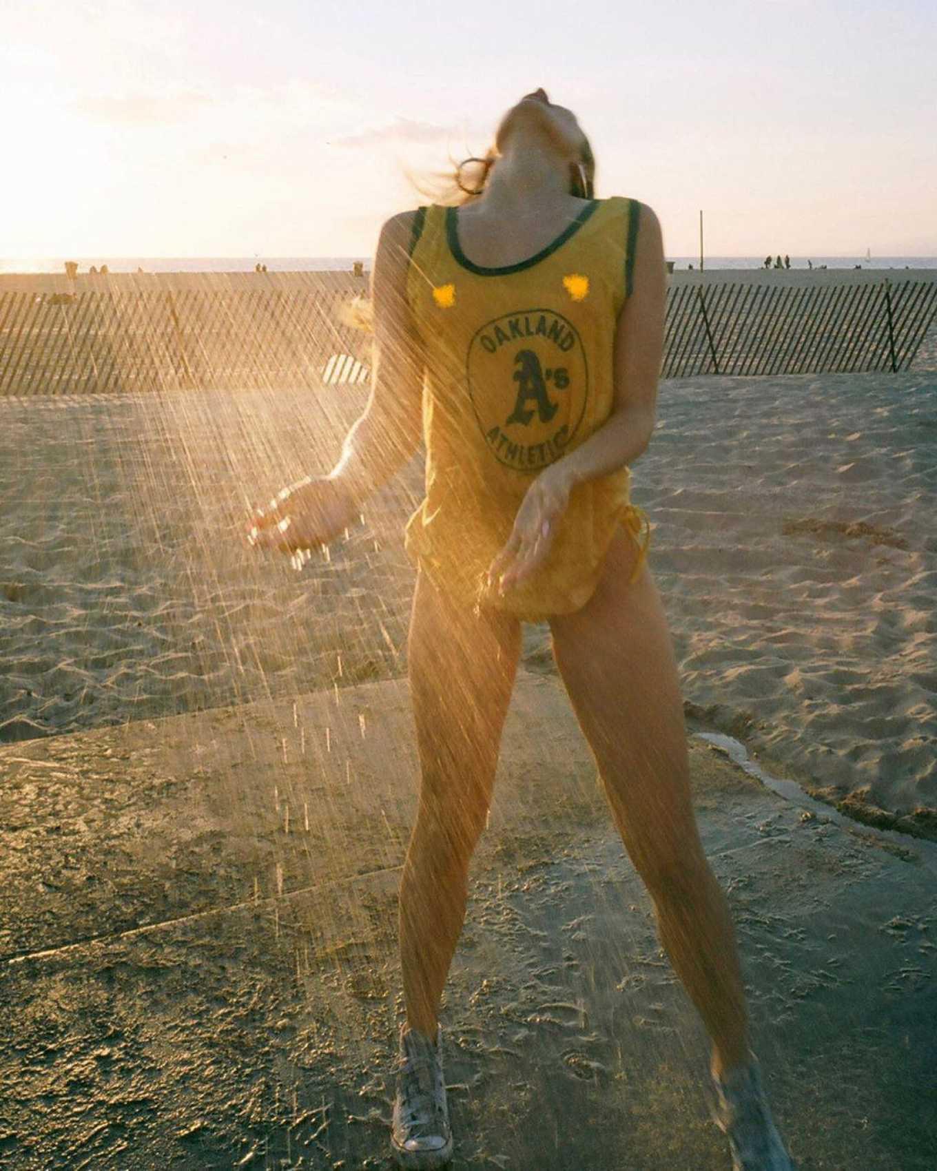 Siêu mẫu Playboy bốc lửa đầy khiêu khích khiến các chàng trai đổ rạp - Hình 5