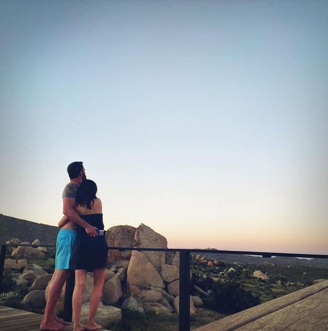 Ben Affleck đắm đuối bên bạn gái Bond Girl kém 16 tuổi - Hình 4