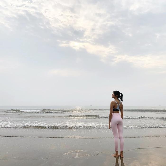 Hoàng Thuỳ khoe vóc dáng mặc bikini dưới ống kính của mẹ: Đẹp bất chấp mọi ánh nhìn - Hình 5