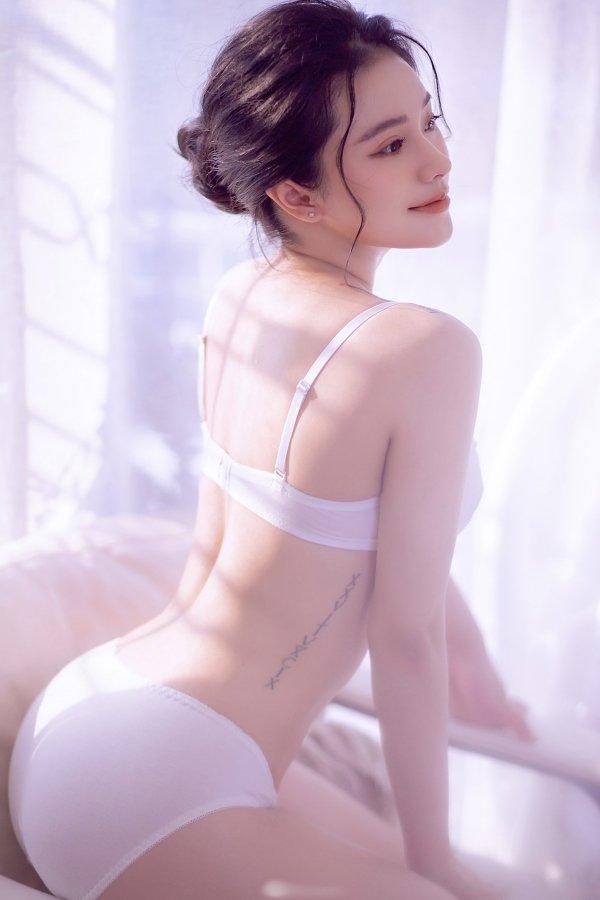 Thánh Nữ buồng tắm khoe vòng một trắng nõn nà như bông bưởi - Hình 2
